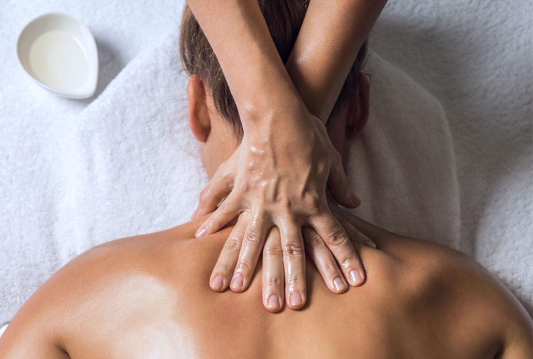 Massagem às costas