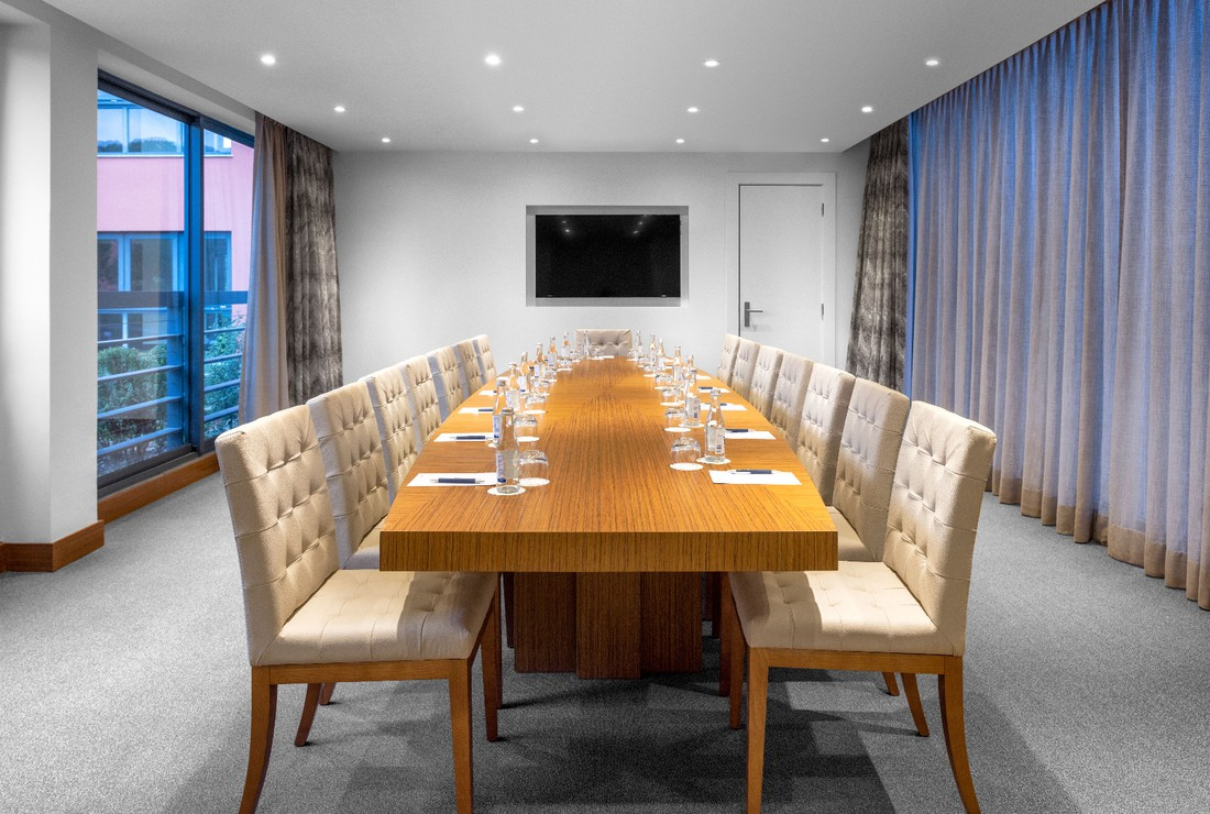 Meeting room with natural light